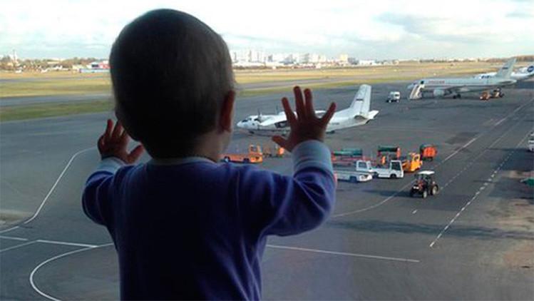 """""""Pasajera principal"""": una niña de 10 meses, símbolo del duelo por la tragedia en Egipto"""