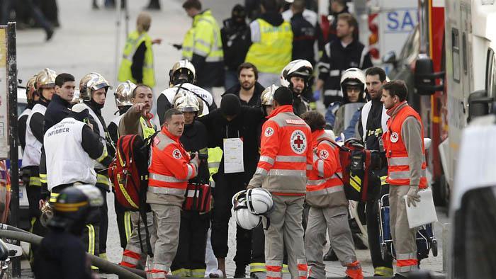 Dos muertos en el operativo de búsqueda del cerebro de los atentados en París Paris