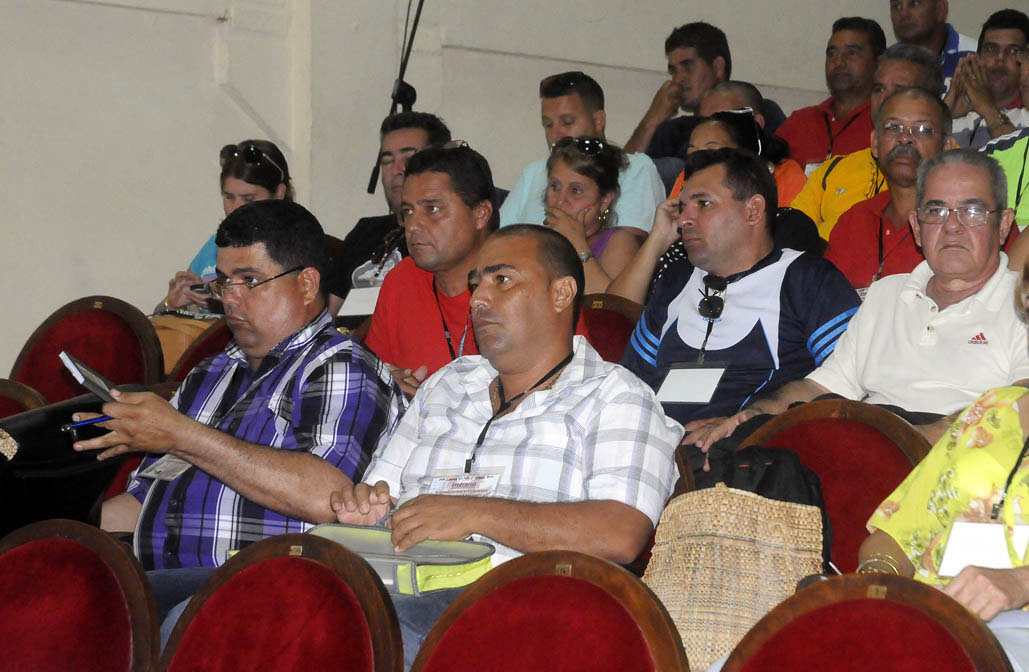 Se pronuncian por fortalecer movimiento   de alta productividad  en rama porcina en Cuba