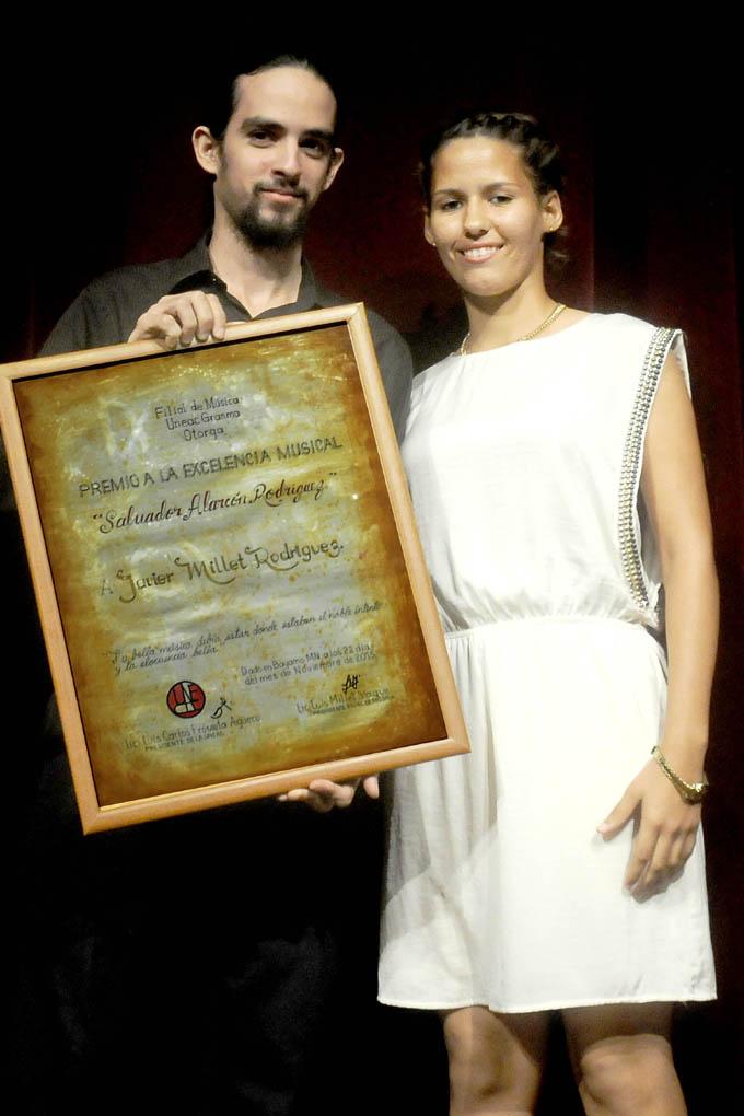 Entregan Premio a la excelencia musical Salvador Alarcón 2015