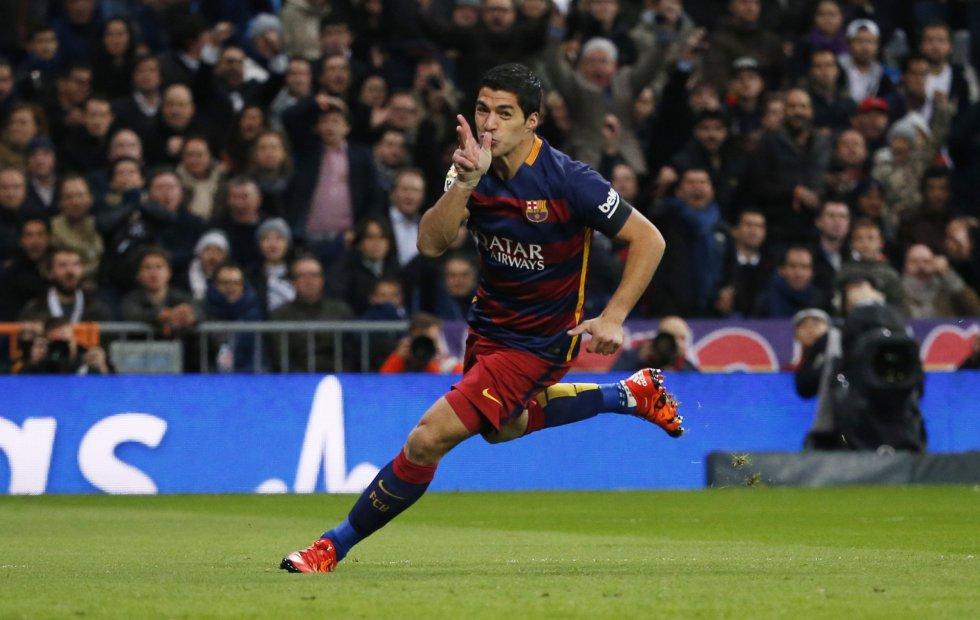 Luis Suárez celebra el gol en el encuentro entre el Real Madrid-Barcelona
