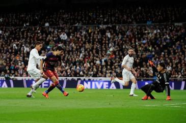 Luis Suarez marca el 4rto gol