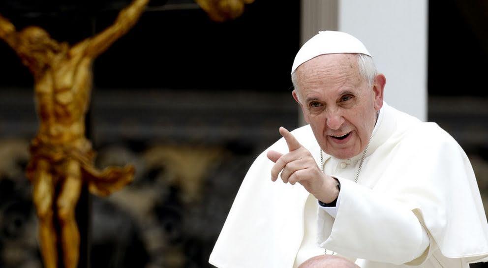El papa Francisco criticó la corrupción en África