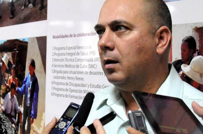 Ministro cubano de Salud Pública comprueba  marcha de labores constructivas en hospital de Bayamo