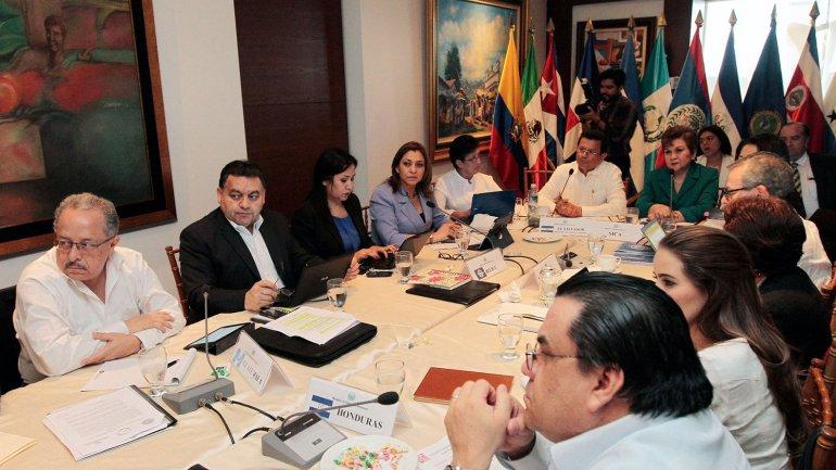 Concluye reunión del SICA; fuertes críticas a la Ley de Ajuste Cubano