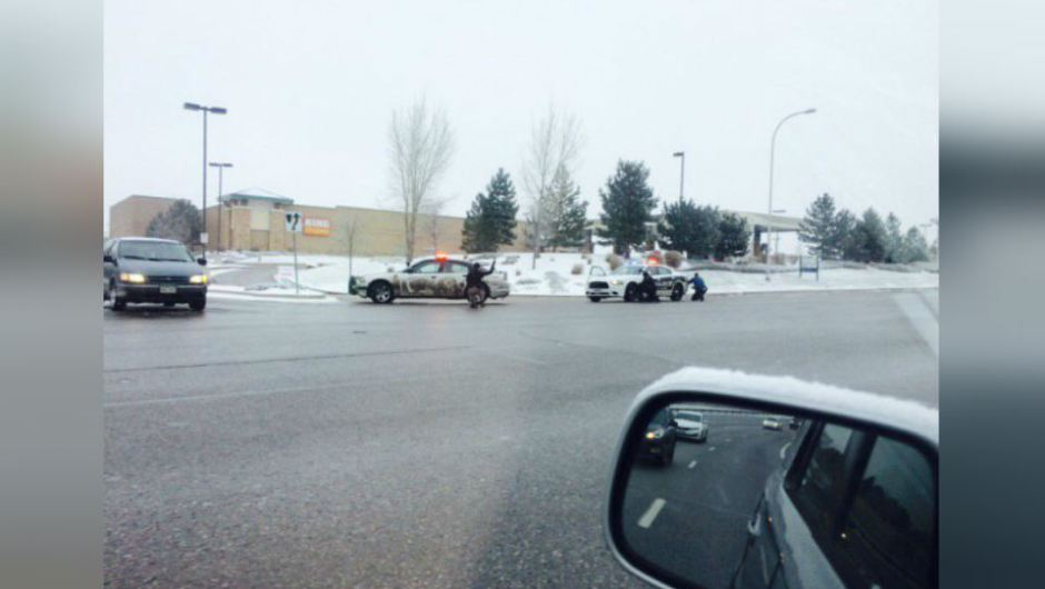 Tres policías heridos en tiroteo en Colorado, EE.UU