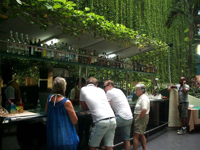 CUBA-VARADERO-CELEBRA ANIVERSARIO HOTEL BARCELÓ SOLYMAR CON ALTA OCUPACIÓN