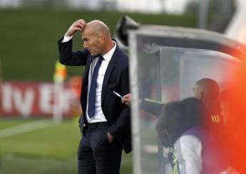 Zidane, en el banquillo del Castilla en el partido ante el Barakaldo. | CHEMA DIAZ