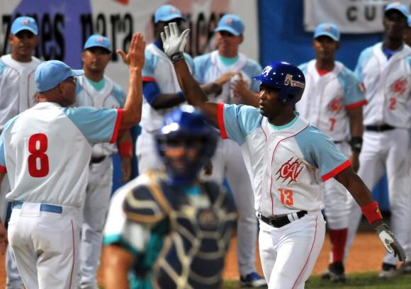 Duelo de líderes inicia segunda fase de torneo del béisbol cubano