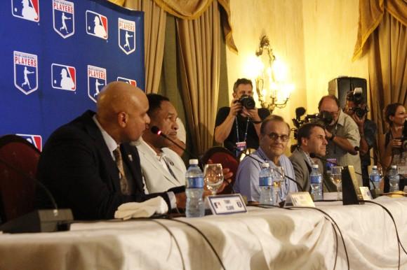 Delegación de Grandes Ligas durante la conferencia de prensa