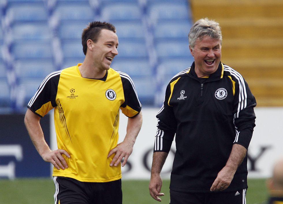 """Hiddink negocia con el Chelsea: """"Están mal y quiero seguridad"""""""