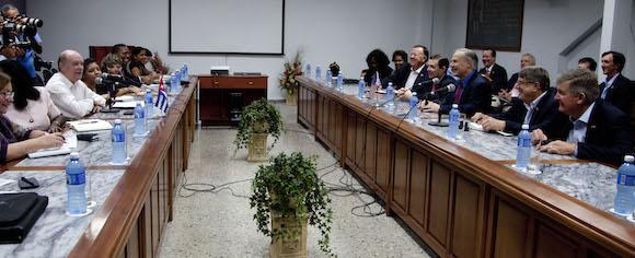 Greg Abbott, Gobernador de Texas, se reúne con el Ministro Rodrigo Malmierca, en La Habana