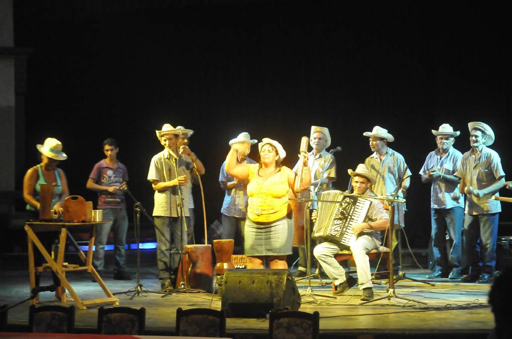 Reconocen a grupos portadores de tradiciones campesinas autóctonas