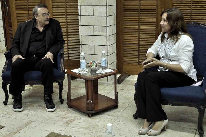CUBA-LA HABANA-RECIBE ANA MARÍA A IGNACIO RAMONET