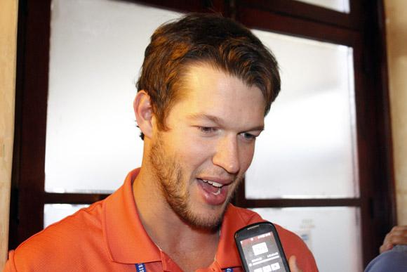 Klayton Kershaw, tres veces ganador del Cy Young en la Liga Nacional ofrece declaraciones a la prensa en La Habana