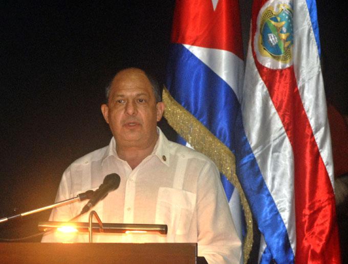 Otorga Cuba alta distinción a Presidente de Costa Rica