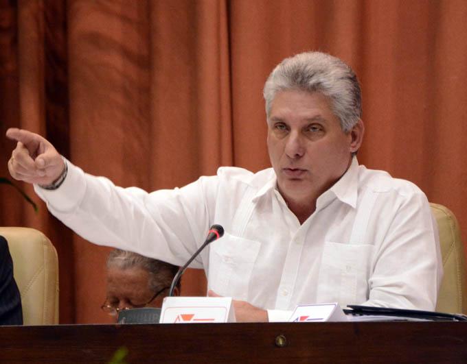 Díaz-Canel: la escuela no debe ser espacio para la banalidad