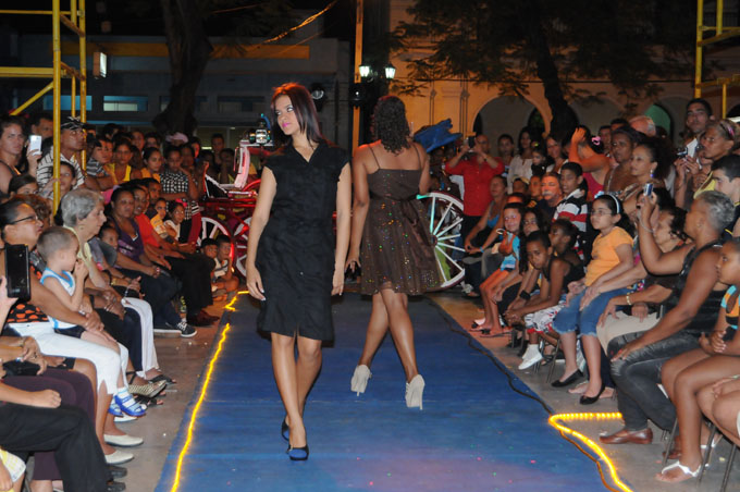 Desfiles y debates sobre moda en Camagüey