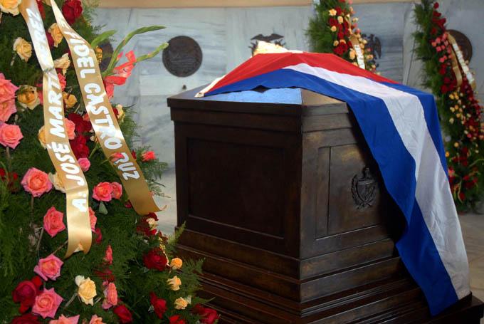 Rinden tributo al Héroe Nacional José Martí en Día de las FAR