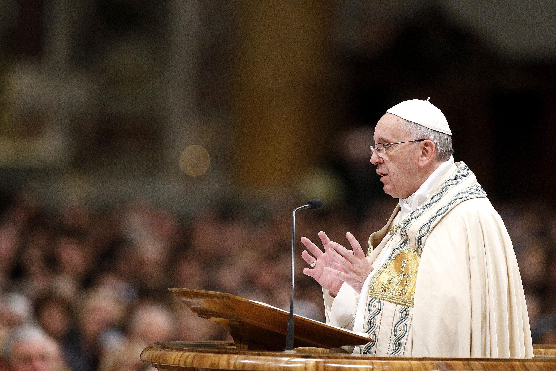 Papa condena violencia en el mundo y llama a la paz