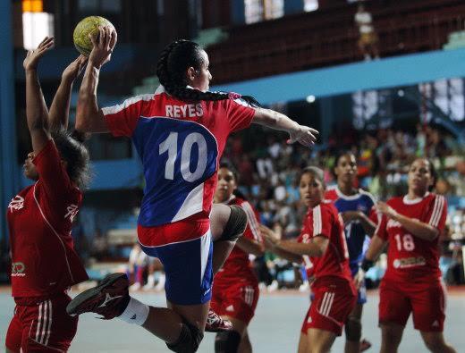 Reyes, extremo derecho y máxima antodara de la selección cubana en los últimos certámenes internaciones / Foto Internet