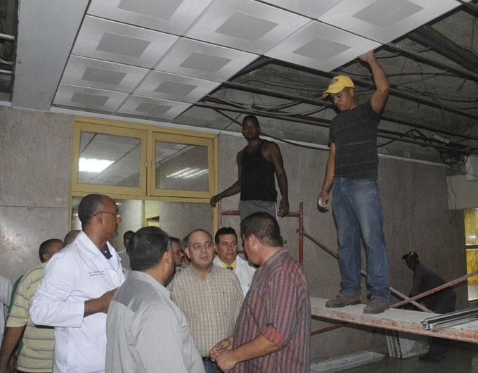 Ministro de Salud Pública evalúa marcha de acciones constructivas en el Hospital Céspedes de Bayamo.