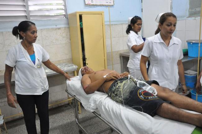 El personal médico del hospital provincial Carlos Manuel de Céspedes se aprestó a recibir a los lesionados/FOTO Rafael Martínez Arias