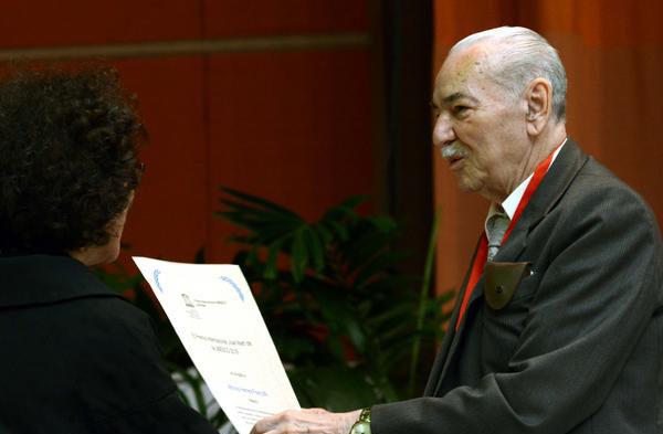 Premia UNESCO a intelectual mexicano estudioso de José Martí