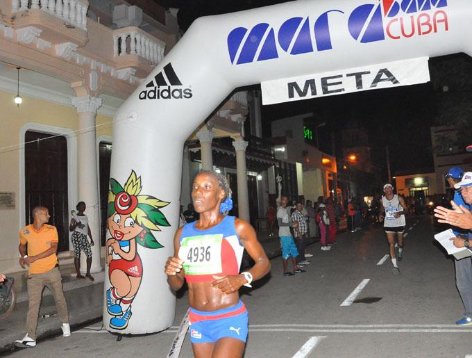 Yuleisy La O y Yudileyvis Castillo dominan maratón Quema de Bayamo