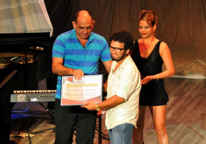 Entregan Premio de Teatro a la excelencia interpretativa en Manzanillo