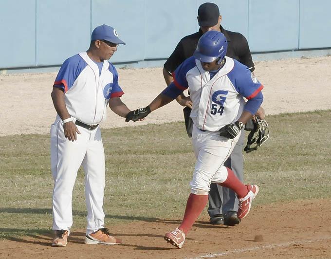 Despaigne, a quien extrañan Los Alazanes, debe ser el cuarto bate de la selección cubana / Foto Luis Carlos Palacios