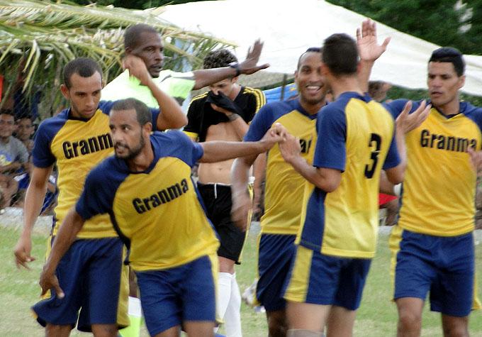Incansables avanzan a primera división