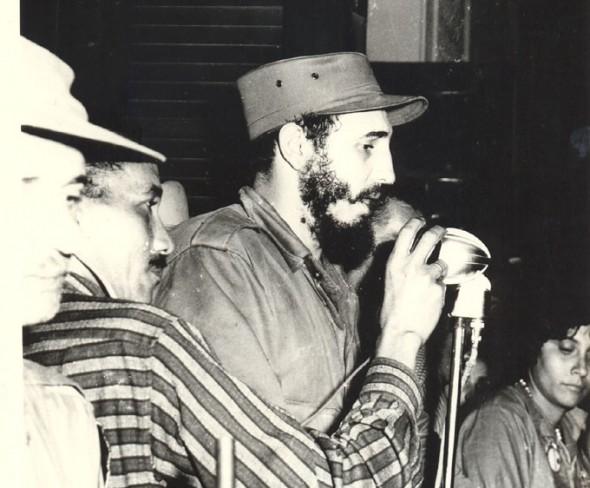 Fidel Castro habla a los bayameses desde el Ayuntamiento