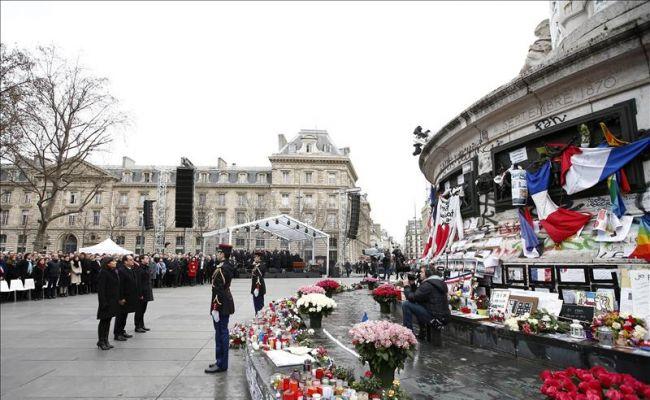 Homenaje a víctimas de atentados terroristas en Francia en 2015
