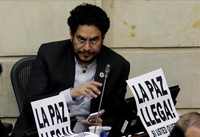 Congresista colombiano reitera llamado a erradicar paramilitarismo