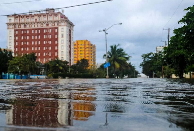CUBA-PENETRACIONES DEL MAR EN EL MALECÓN HABANERO