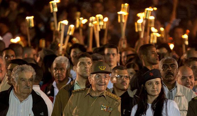 Encabeza Raúl marcha en homenaje a Martí