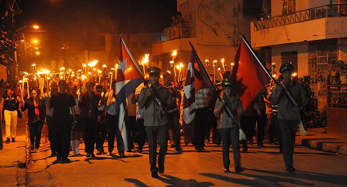 En Bayamo, otra vez antorchas como homenaje a José Martí