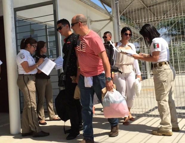 Migrantes cubanos reciben documento en México y siguen a EE.UU.