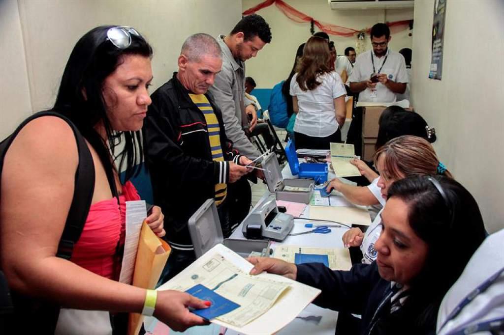 Estudian traslado de migrantes cubanos tras éxito de prueba piloto