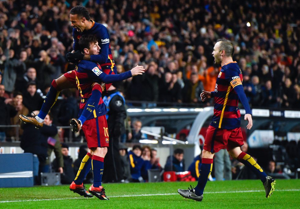 El Barça remonta con bronca