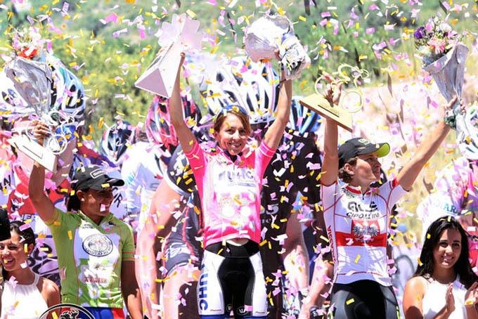 Arlenis (a la izquierda) ganó la última etapa para ubicarse tercera en la clasificación general individual / Foto Luis Barbosa