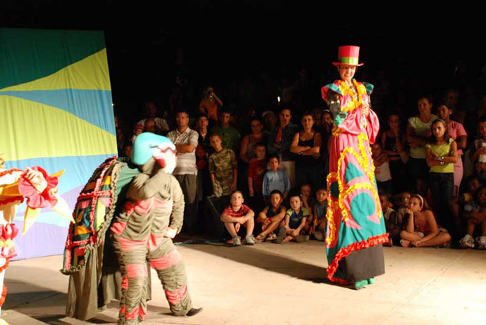 Actúa Guiñol de Holguín en Bayamo