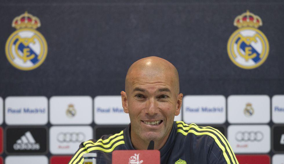 Zidane: 'Jugarán los tres de arriba pero vamos a defender todos'