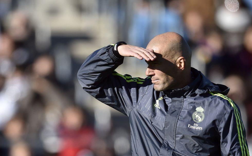 Florentino Pérez despide a Benítez y pone a Zidane