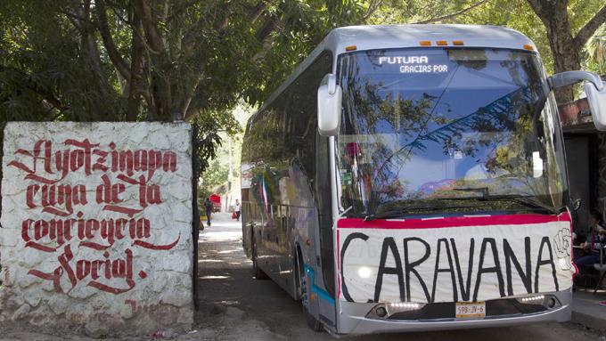 Arriba a estado mexicano caravana sur de padres de los 43