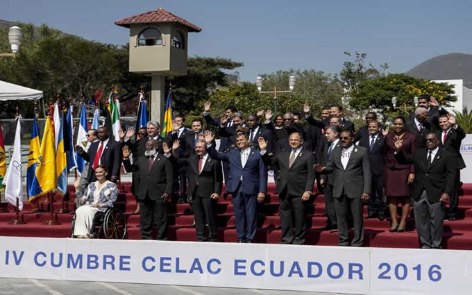 Crisis económica, zika y paz colombiana centraron cumbre de Celac