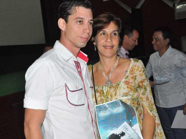 Ariel Prieto-Solís Cubas, director del documental, junto a Lucy Milanés. Foto Rafael Martínez Arias