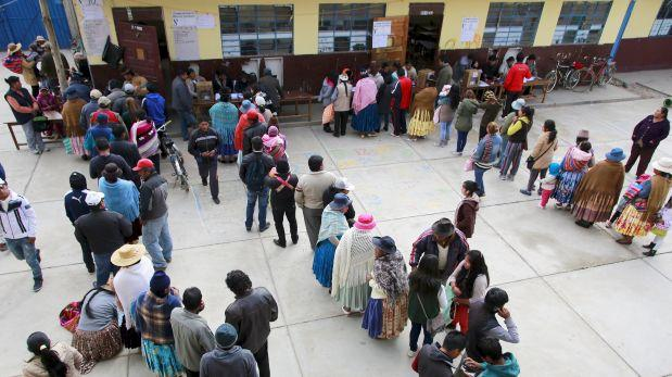 Comienza cierre de mesas en tranquila jornada de votación en Bolivia