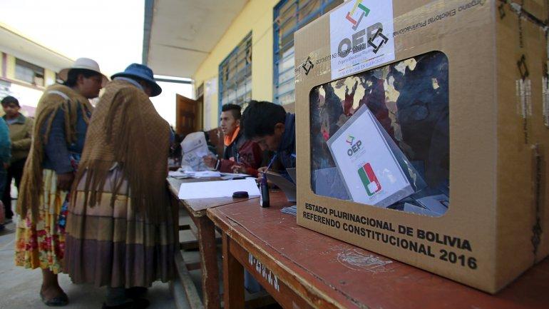 Bolivia aguarda resultados oficiales del referendo constitucional